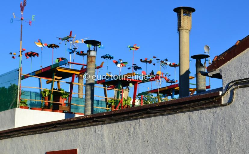 What to see in Los Montisinos, strolling around the streets and you spot roofs like this