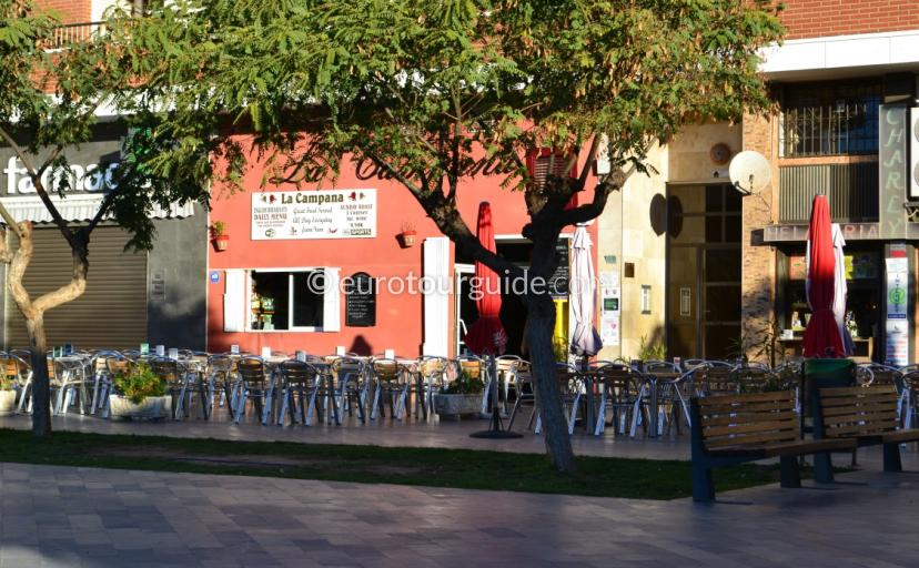 Whats on In Los Montisinos, the popular bars offer a lot of live entertainment during the week