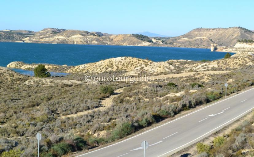 What to see in the Costa Blanca, Lake Pedrera is a beautiful landscape with a great driving route around its shores