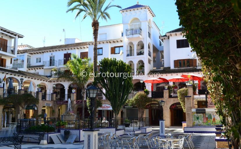 Where to go in the Orihuela Costa, Villamartin Plaza a popular destination for nightlife with great restaurants, bars and atmosphere in the busy months
