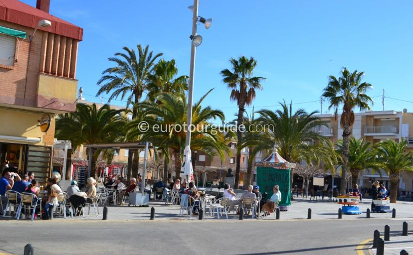 Whats on in Torre de la Horadada, Sundays are always popular in the bars and restaurants around the church square here