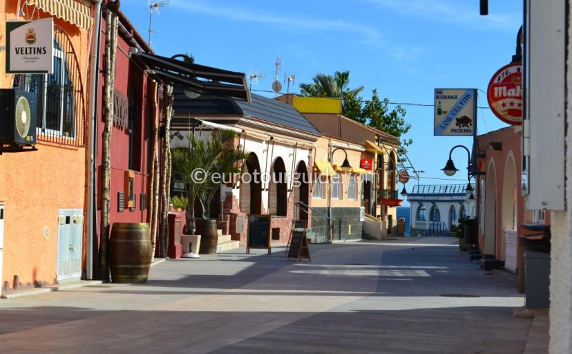 Whats on in Mil Palmeras, here is the co ordinate for the lively restaurant and bar quarter