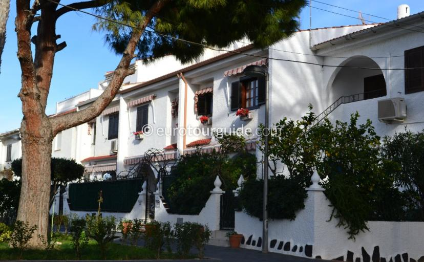 Property for Sale in Mil Palmeras Orihuela Costa Spain, Eurotourguide has a selection of properties for sale via professional local estate agents