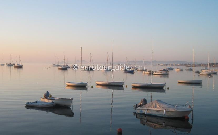 Things to do in and around the Mar Menor Murcia Spain, Painting a picture is one of many things to do and places to visi