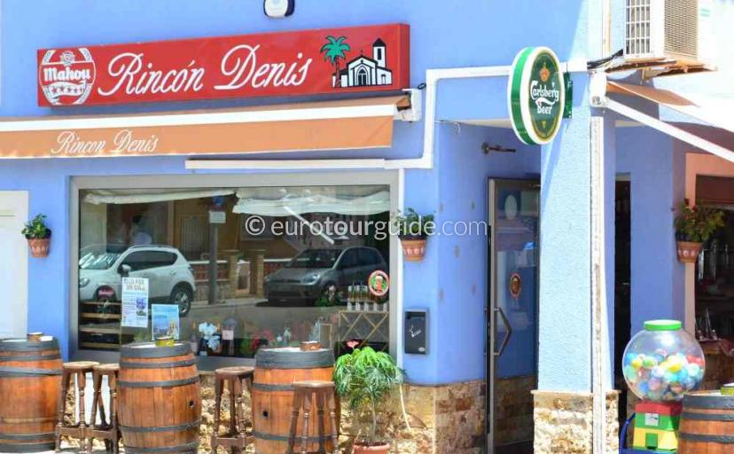 Where to eat in Los Urrutias Mar Menor Costa Calida Murcia Spain there is a lovely traditional tapas bar in the church square