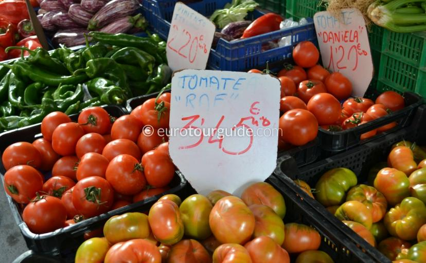 Where to go in San Miguel de Salinas, try the Wedensday Market full of local fresh fruit and vegtables