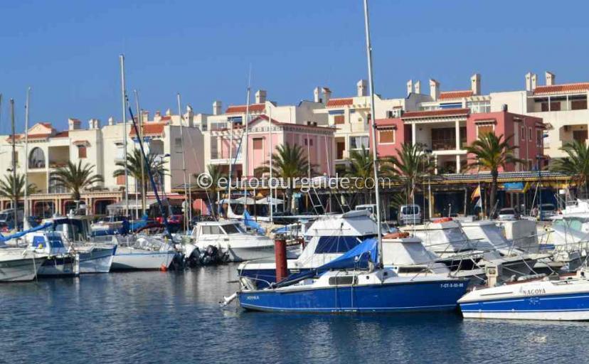 Property to rent in Cabo de Palos Mar Menor Costa Calida Murcia Spain, the marina offers apartment accomodation.