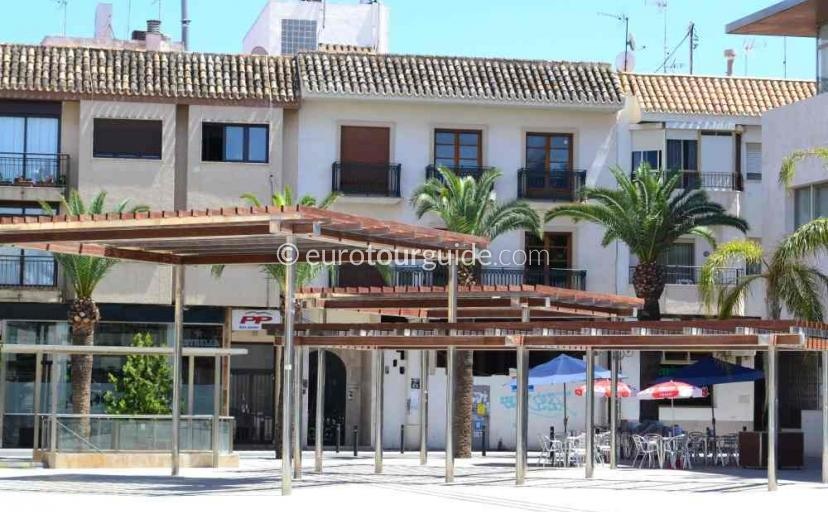 What to do in San Javier Murcia Spain, drink coffee in the bars around the square one of many things to do and places to visit here.