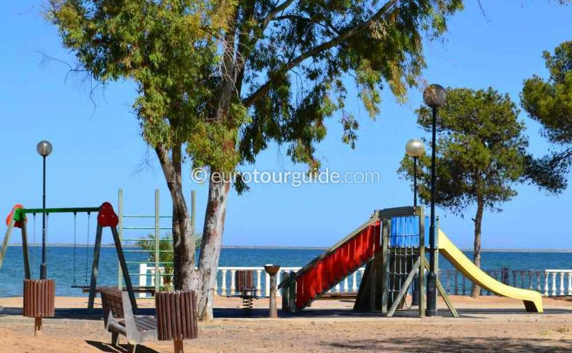 What to do in Santiago de la Ribera Mar Menor Murcia Spain, Lots of choice for Kids like this park on the promenade
