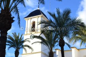 Where to go in Dolores Alicante, Try the Church Square full of Character