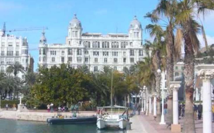 Alicante City by www.eurotourguide.com